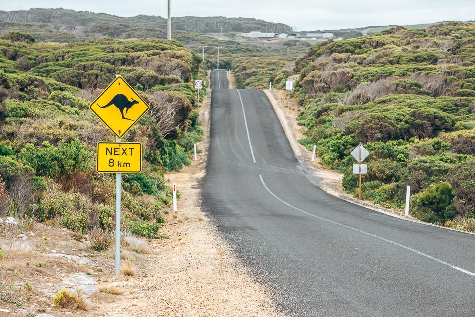 De bordjes langs de weg van Australië en Nieuw-Zeeland
