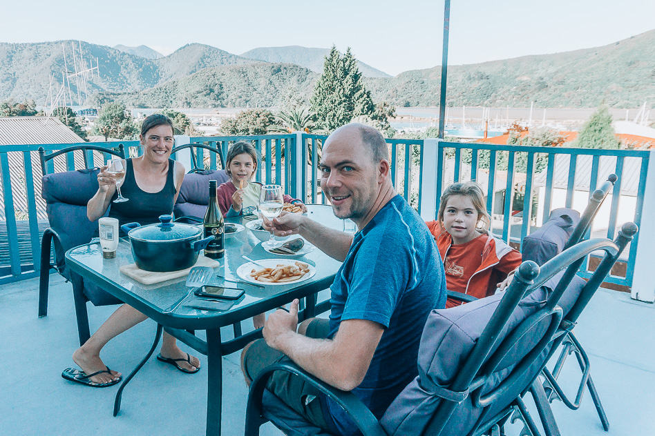Terrace Apartment Family Accommodation Bluemoon Lodge Pelorus