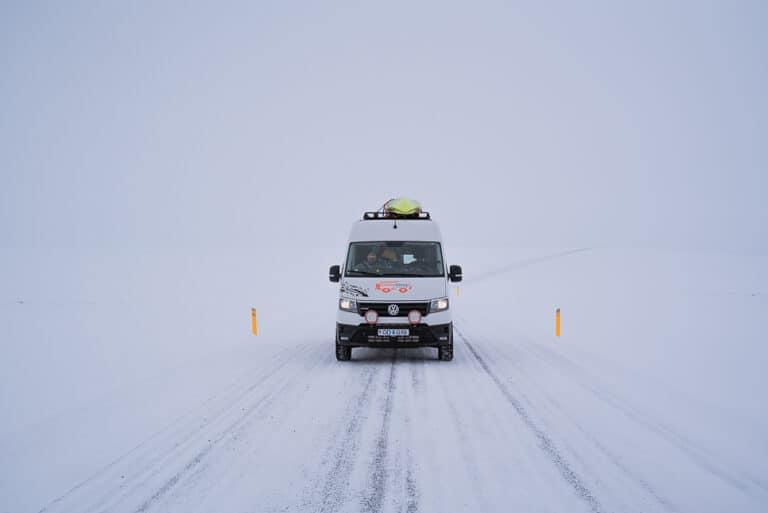 Rijden in Ijsland tijdens de winter gids.